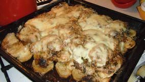 Hús gombás krumpliágyon