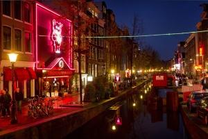 amszterdam-voros-lampas-negyed-prostitualt1