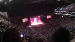 O2 - színpadon a Dalai Láma