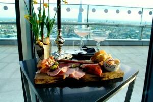 Koktélok és étel a panorámában - http://skygarden.london/